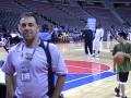 Huevo Sánchez  Album: NBA 2005  En la arena de Detroit, en el fondo... Larry Brown
