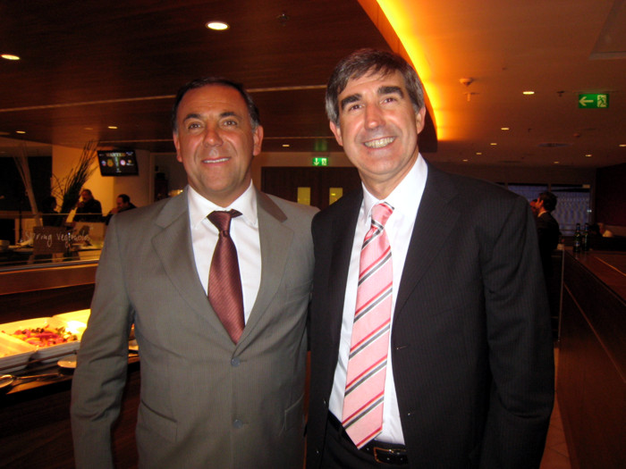 Huevo Sánchez  Con el presidente de Euroliga, Jordi Bertomeu, en la Fiesta de premiación en Berlín 2009  Album: Euroliga 2009  Dimensiones: 700x525